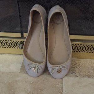Tory Burch 5 1/2 beige flat shoes
